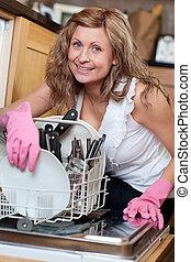 utilizar, lavaplatos, mujer, joven, simpático