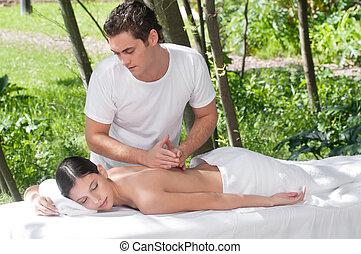 utomhus, massera therapyen