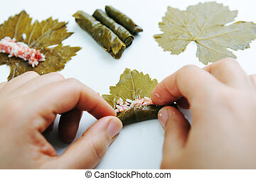 uva, alimento, carne, cocina, preparado, casero, vegetal, hojas, manos, olla, llenado