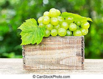 uva verde, en, el, caja de madera