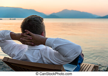vállalkozó, őt élvez, tartózkodás, a parton
