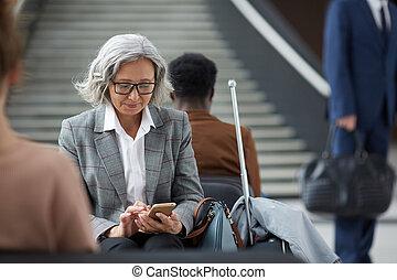 várakozás, nő, ázsiai, öregedő, terület