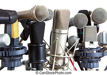 vários, tipo, de, reunião conferência, microfones, branco