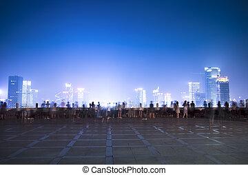 város, éjszaka, színek, emberek