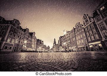 város, öreg, cobblestone, szüret, poland., eső, wroclaw, történelmi, night.