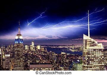 város, antenna, felhőkarcoló, -, york, éjszaka, új, manhattan, kilátás
