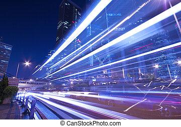 város forgalom, éjjel, noha, csillogó nyom