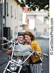 város, jókedvű, motorkerékpár, map., párosít, mozgó...