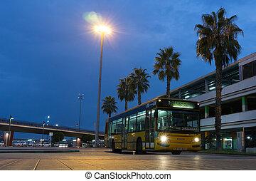város, repülőtér, autóbusz