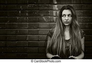 városi, woman ül, fal, fiatal, tégla
