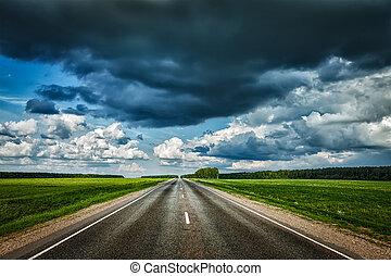väg, och, stormig himmel