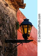 vägg, lampa