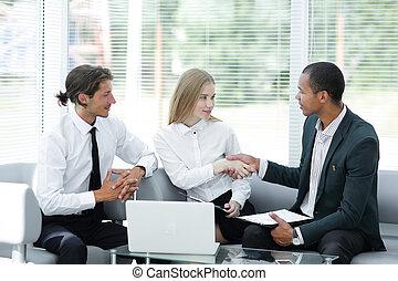 välkommen, handslag, chef, och, den, client.photo, med, avskrift, space.