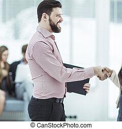välkommen, handslag, chef, och, den, klient, in, den, påtryckningsgrupp, av, kontoren