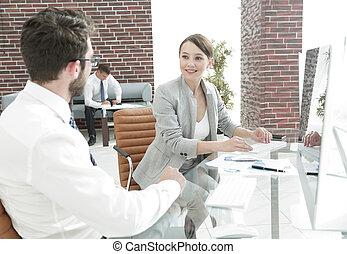 välkommen, och, handslag, av, affärsverksamhet partner, på, den, furu
