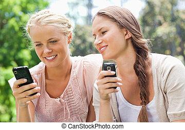 vänner, deras, cellphones