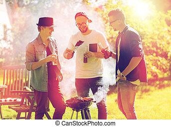 vänner, drickande, öl, hos, sommar, barbecue, parti