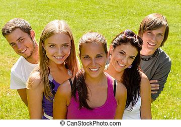 vänner, tonåren, parkera, avkopplande, lycklig