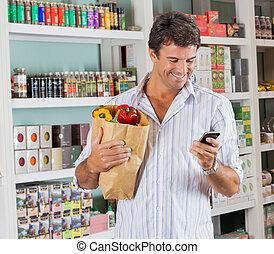 väska, mobil, supermarket, ringa, papper, användande, man