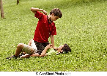 våldsam, unge, stridande, och, slå, rädd, pojke, i park