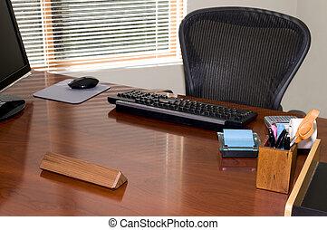 végrehajtó, íróasztal