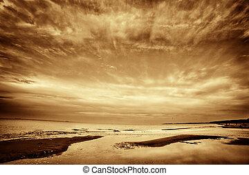 vékony rajzóra, film, közül, tenger, óceán, -ban, sunset., drámai, sky.