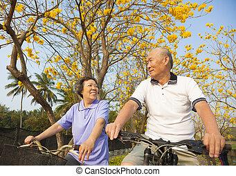 vélo, couple, parc, équitation, personne agee, heureux