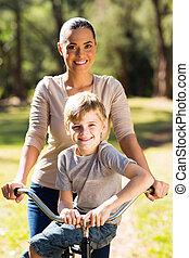 vélo, elle, jeune, fils, mère, équitation