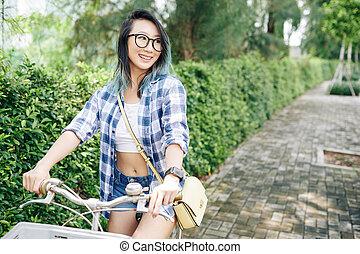 vélo, femme, parc, équitation