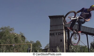 vélo, saut, virage