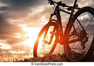 vélo tout terrain, coucher soleil, contre