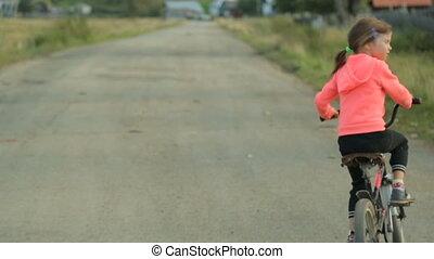 vélo voyageant, petit, girl, long, route, rural