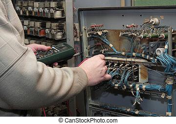 vérification, électricien, circuit