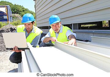 vérification, bâtiment, ouvriers, matériel construction