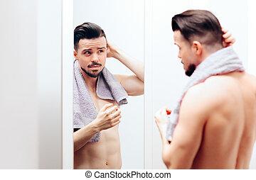 vérification, beau, lui-même, homme, miroir