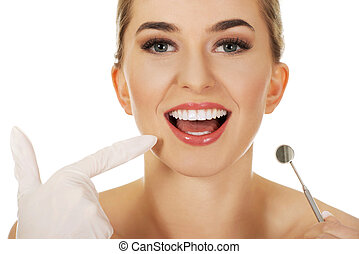 vérification, femme, jeune, elle, dents