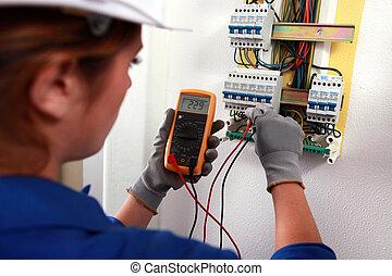 vérification, fusebox, électricien, femme