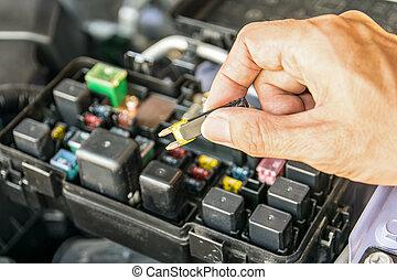 vérification, fusible automatique, mécanicien, voiture
