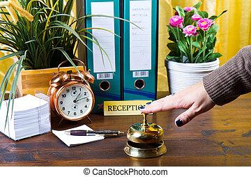 vérification, hôtel, femme, réception