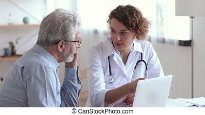 vérification, meeting., concentré, vieux, cardiologue, ...