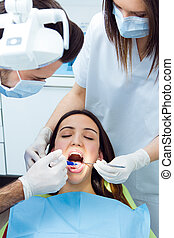 vérification, mignon, femme, jeune, bouche, dentist.