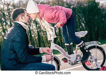 vérification, père, peu, vélo, fille