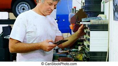 vérification, parties, épargner, numérique, quoique, mâle, utilisation, mécanicien, tablette, 4k