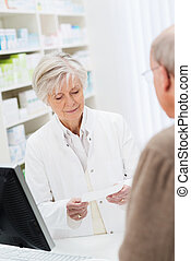 vérification, prescription, pharmacien, femme