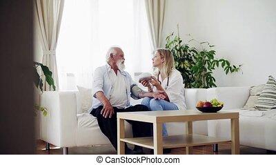 vérification, visiteur, pression, santé, sanguine, stéthoscope, personne agee, home., homme