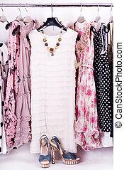 vêtements, chaussures, accessoires