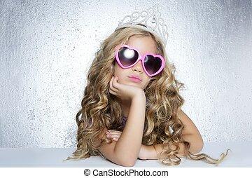 vítima moda, princesa pequena, menina, retrato