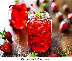 vívido, rojo, fresa, cóctel, en, un, tarro