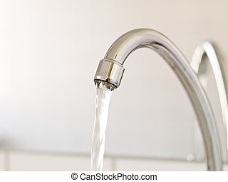 víz, folyik