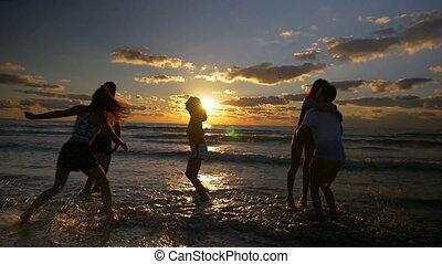 víz, lassú, csoport, emberek, tánc, indítvány, ugrás, napnyugta, móka, tengerpart, birtoklás